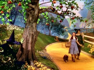 scarecrow and Dorothy coming' up on the poisoned apples in the film